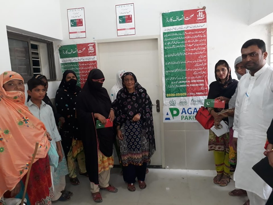 distribution-of-sehat-insaf-cards